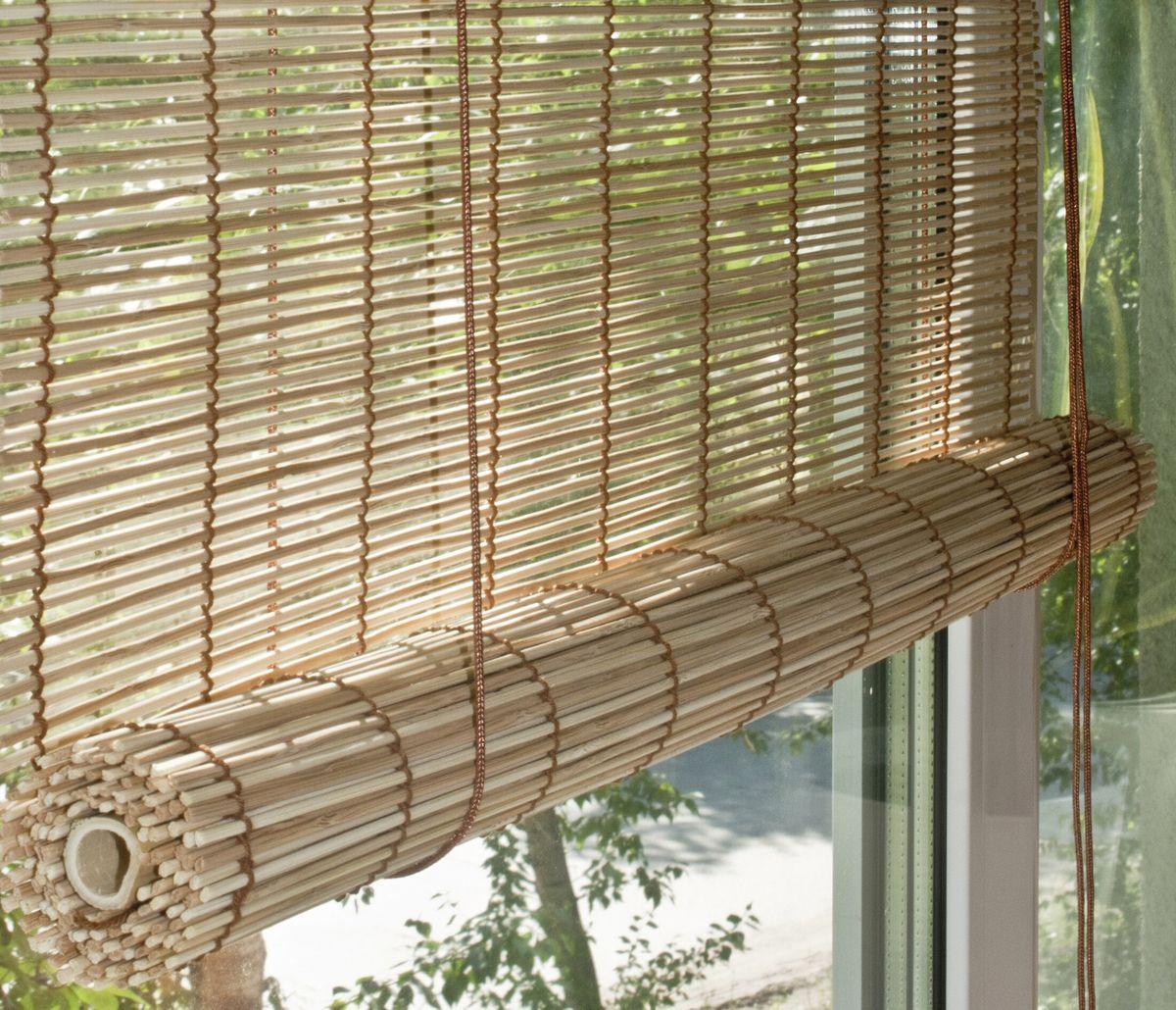 Штора рулонная Эскар Бамбук, цвет: натуральный микс, ширина 100 см, высота 160 см71909100180При оформлении интерьера современных помещений многие отдают предпочтение природным материалам. Бамбуковые рулонные шторы - одно из натуральных изделий, способное сделать атмосферу помещения более уютной и в то же время необычной. Свойства бамбука уникальны: он экологически чист, так как быстро вырастает, благодаря чему не успевает накопить вредные вещества из окружающей среды. Кроме того, растение обладает противомикробным и антибактериальным действием. Занавеси из бамбука безопасно использовать в помещениях, где находятся новорожденные дети и люди, склонные к аллергии. Они незаменимы для тех, кто заботится о своем здоровье и уделяет внимание высокому уровню жизни. Бамбуковые рулонные шторы представляют собой полотно, состоящее из тонких бамбуковых стеблей и сворачиваемое в рулон. Римские бамбуковые шторы, как и тканевые римские шторы, при поднятии образуют крупные складки, которые прекрасно декорируют окно. Особенность устройства полотна позволяет свободно пропускать...