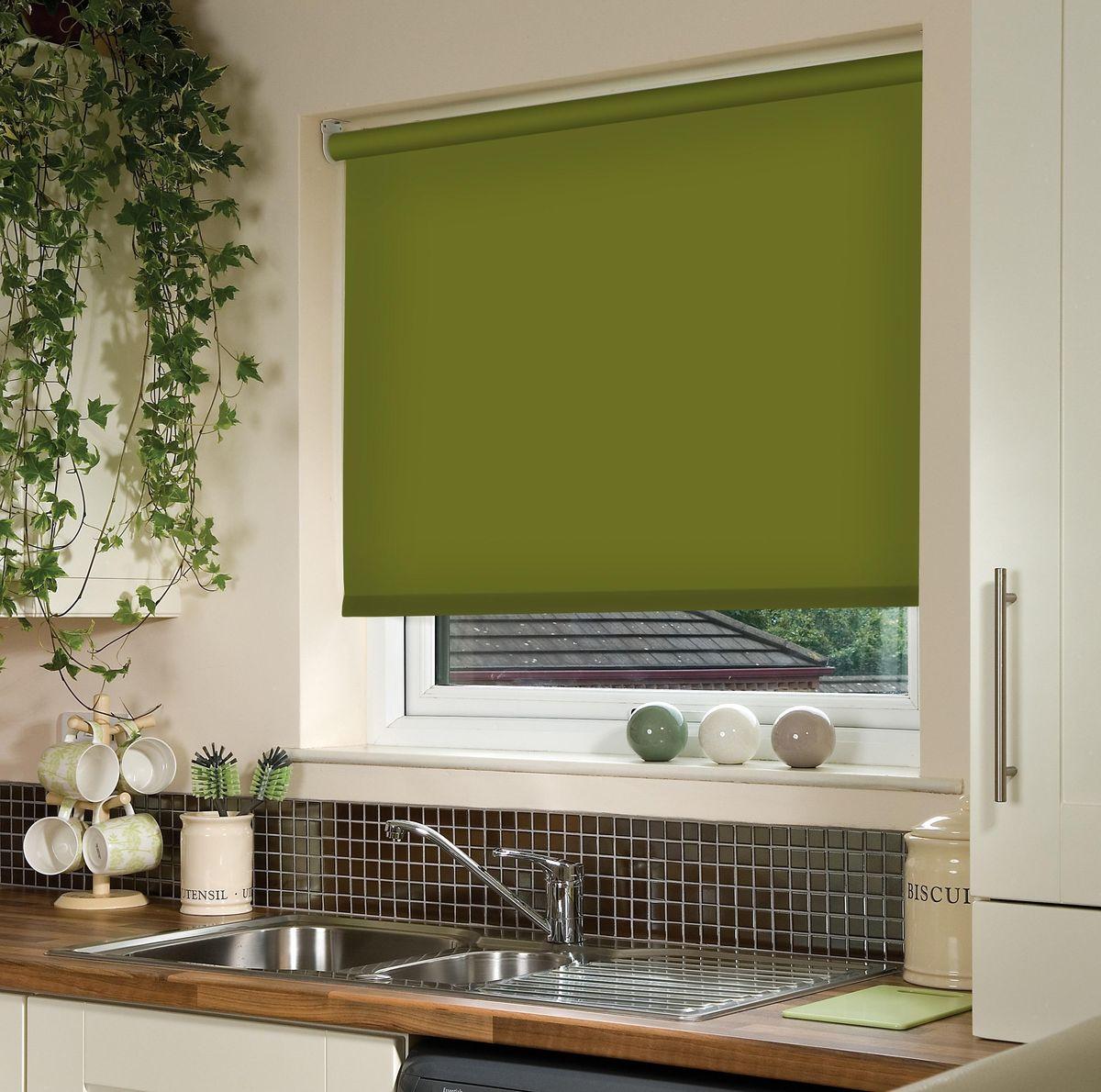 Штора рулонная Эскар, цвет: темно-оливковый, ширина 180 см, высота 170 см81018180170Рулонными шторами можно оформлять окна как самостоятельно, так и использовать в комбинации с портьерами. Это поможет предотвратить выгорание дорогой ткани на солнце и соединит функционал рулонных с красотой навесных. Преимущества применения рулонных штор для пластиковых окон: - имеют прекрасный внешний вид: многообразие и фактурность материала изделия отлично смотрятся в любом интерьере; - многофункциональны: есть возможность подобрать шторы способные эффективно защитить комнату от солнца, при этом она не будет слишком темной. - Есть возможность осуществить быстрый монтаж. ВНИМАНИЕ! Размеры ширины изделия указаны по ширине ткани! Во время эксплуатации не рекомендуется полностью разматывать рулон, чтобы не оторвать ткань от намоточного вала. В случае загрязнения поверхности ткани, чистку шторы проводят одним из способов, в зависимости от типа загрязнения: легкое поверхностное загрязнение можно удалить при помощи канцелярского ластика; чистка от пыли производится сухим методом при...