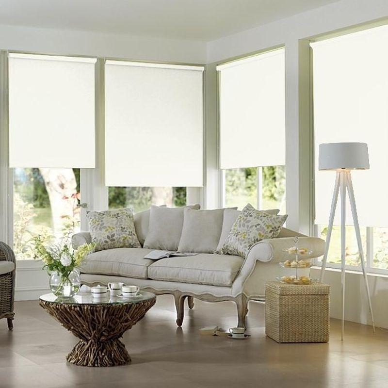 Штора рулонная Эскар Blackout, светонепроницаемая, цвет: белый, ширина 130 см, высота 170 см84008130170Рулонными шторами можно оформлять окна как самостоятельно, так и использовать в комбинации с портьерами. Это поможет предотвратить выгорание дорогой ткани на солнце и соединит функционал рулонных с красотой навесных. Преимущества применения рулонных штор для пластиковых окон: - имеют прекрасный внешний вид: многообразие и фактурность материала изделия отлично смотрятся в любом интерьере; - многофункциональны: есть возможность подобрать шторы способные эффективно защитить комнату от солнца, при этом она не будет слишком темной. - Есть возможность осуществить быстрый монтаж. ВНИМАНИЕ! Размеры ширины изделия указаны по ширине ткани! Во время эксплуатации не рекомендуется полностью разматывать рулон, чтобы не оторвать ткань от намоточного вала. В случае загрязнения поверхности ткани, чистку шторы проводят одним из способов, в зависимости от типа загрязнения: легкое поверхностное загрязнение можно удалить при помощи канцелярского ластика; чистка от пыли производится сухим методом при...