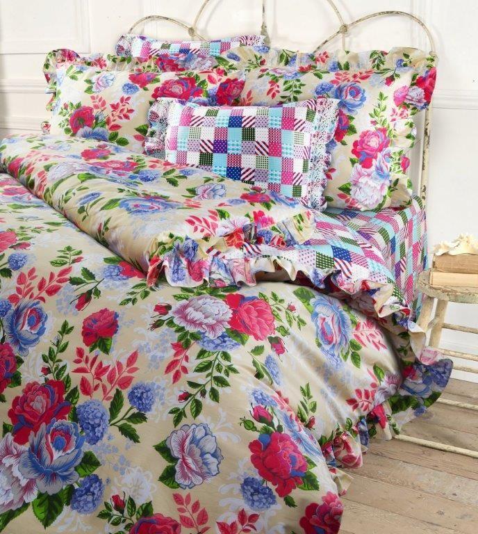 Комплект белья Mona Liza Rose, 1,5-спальный, наволочки 50x70 и 70x705747/1Несомненно коллекция оригинальна и все в ней продумано до мелочей. Особого внимания заслуживают оборки и кружево на наволочках и оборки на пододеяльниках. Эта деталь делает коллекцию более романтичной и милой.