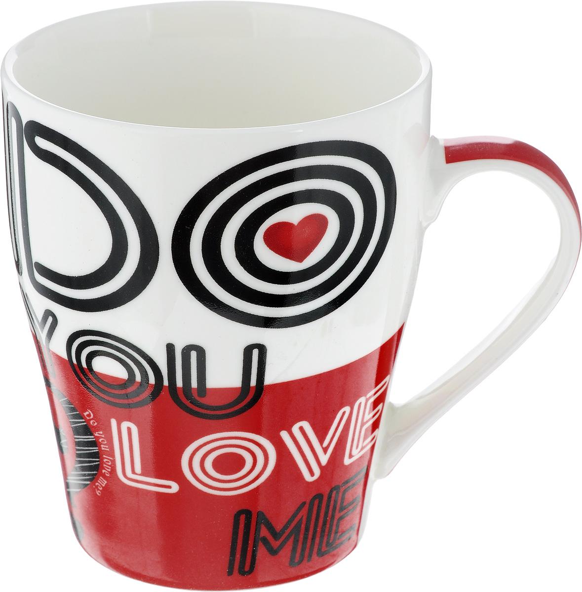 Кружка Loraine Do you love me, цвет: белый, красный, черный, 340 мл24463_белый/красныйКружка Loraine Do you love me выполнена из высококачественного фарфора. Изделие оснащено эргономичной ручкой. Кружка сочетает в себе оригинальный дизайн и функциональность. Она согреет вас долгими холодными вечерами. Диаметр (по верхнему краю): 8 см. Высота кружки: 10 см. Объем: 340 мл.