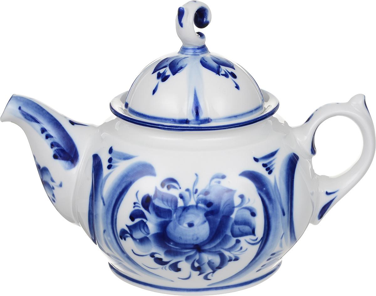 Чайник заварочный Пышка, цвет: белый, синий, 750 мл993063001Заварочный чайник Пышка изготовлен из высококачественного фарфора. Посуда оформлена оригинальной росписью в технике гжель. Такой чайник прекрасно дополнит сервировку стола к чаепитию и станет его неизменным атрибутом. Объем: 750 мл. Диаметр (по верхнему краю): 8,5 см. Высота стенки (без учета крышки): 9,5 см.