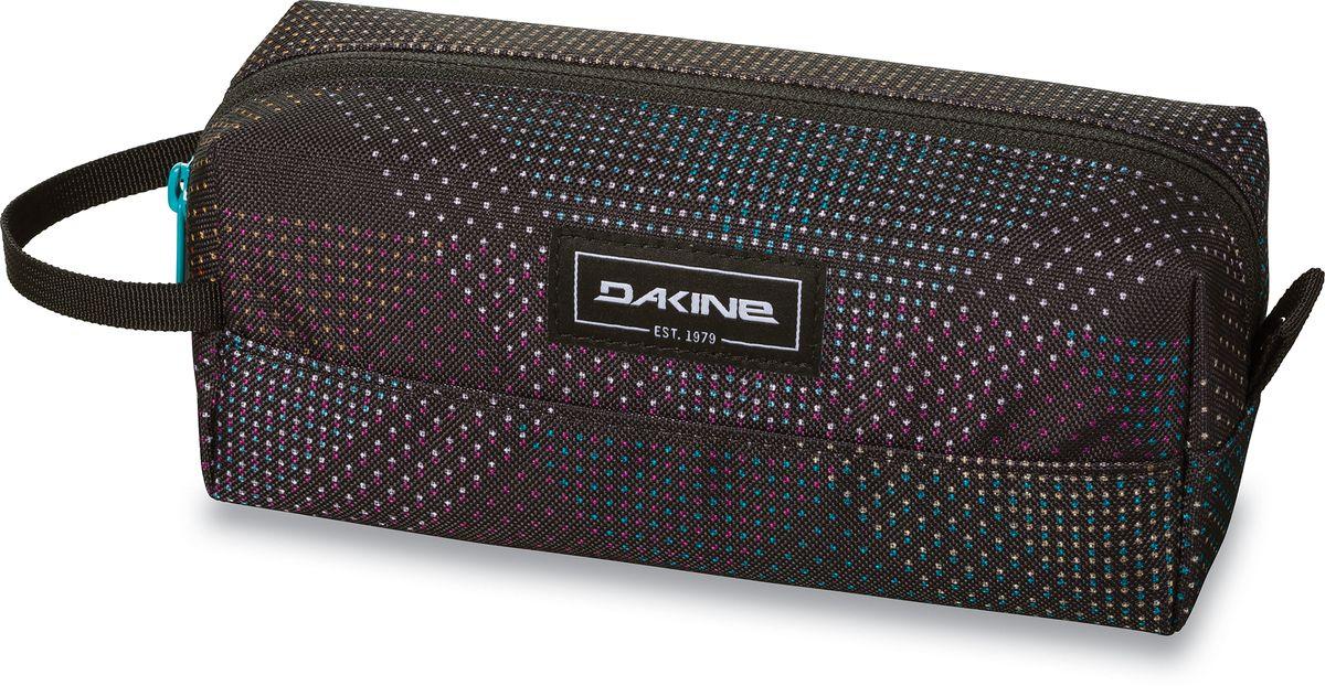 Сумка для аксессуаров женская Dakine Accessory Case Stella, цвет: черный, 0,3 л. 826000500127386 8260005Однообъемный тонкий чехол на молнии. Можно использовать в качестве пенала, косметички, сумочки для проводов…