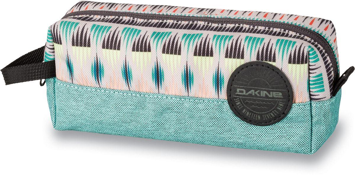 Сумка для аксессуаров женская Dakine Accessory Case Zanzibar, цвет: мультиколор, 0,3 л. 826000500127389 8260005Однообъемный тонкий чехол на молнии. Можно использовать в качестве пенала, косметички, сумочки для проводов…