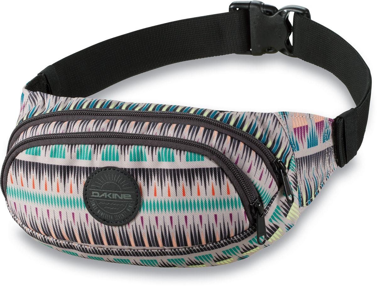 Сумка поясная женская Dakine Hip Pack Zanzibar, цвет: мультиколор, 0,6 л. 821030000127359 8210300Поясная сумка с двумя отделениями. Регулируемый поясной ремень.