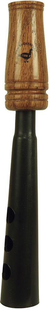 Манок Buck Expert на гуся универсальный (белолобый, серый, гуменник)E-79M-TМанок Buck Expert на гуся универсальный (белолобый, серый, гуменник). Арт. E-79M-T Представленный манок на гуся – универсальный манок на серого гуся, белолобого гуся и гуся гуменника. Манок вручную настраиваются на любую тональность – немного попрактиковавшись, вы сможете использовать этот манок для воспроизведения всех обычных звуков гуменника, серого и кормящегося белолобого гуся (бубнение во время кормежки и выкрики). Перекрывая пальцами отверстия на раструбе, вы можете изменять тембр звучания манка, добиваясь наибольшего разнообразия звуков. Такой манок – отличный выбор для экономного или начинающего охотника: недорогой и функциональный, он позволяет охотиться на гусей, не перегружая охотника дополнительным снаряжением. Универсальный манок на гуся выполнен с использованием пластика и дерева, имеет привычную классическую форму манков для охоты на гусей и работает в условиях низких температур. Подходит для всех видов гусей, водящихся на территории России. ...