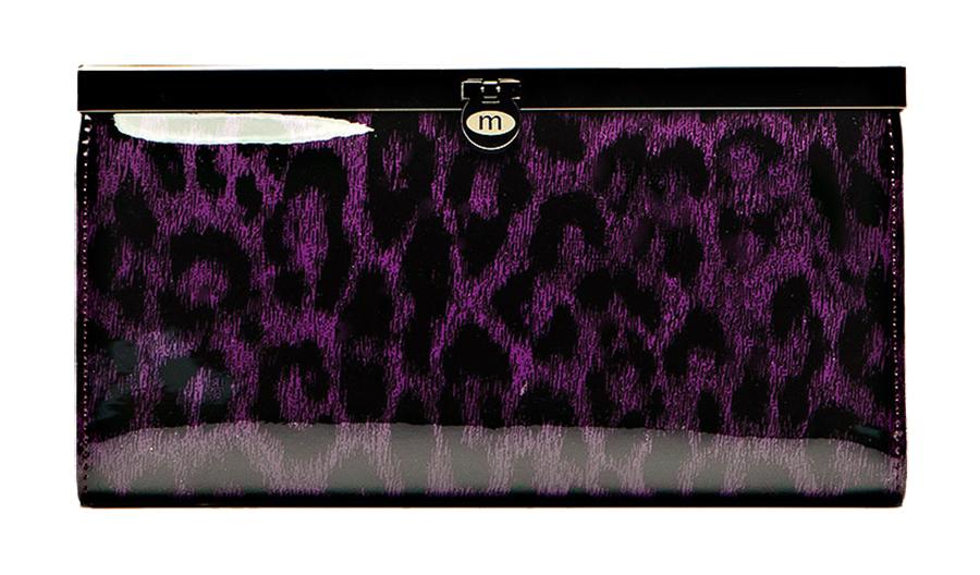 Кошелек Malgrado, цвет: фиолетовый. 73003-1580273003-15802# Purple Кошелек Бол. MalgradoСтильный кошелек Malgrado выполнен из лаковой натуральной кожи фиолетового цвета с декоративным тиснением. Внутри содержит два горизонтальных кармана из кожи для бумаг, четыре кармашка для кредитных карт, два кармашка со вставками из прозрачного пластика, отделение на молнии для мелочи и четыре отделения для купюр. Кошелек упакован в подарочную металлическую коробку с логотипом фирмы. Такой кошелек станет замечательным подарком человеку, ценящему качественные и практичные вещи. Характеристики: Материал: натуральная кожа, текстиль, металл. Размер кошелька: 19 см х 10 см х 2 см. Цвет: фиолетовый. Размер упаковки: 23 см х 13 см х 4,5 см. Артикул: 73003-15802.