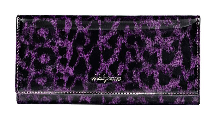Кошелек Malgrado, цвет: фиолетовый. 72076-1580272076-15802# PurpleСтильный кошелек Malgrado изготовлен из натуральной кожи фиолетового цвета с декоративным тиснением под рептилию и вмещает в себя купюры в развернутом виде в полную длину. Внутри содержит шесть основных отделений, два из которых на молнии, восемь кармашков для карточек, визиток или кредиток и одно с прозрачным окошком. С оборотной стороны расположен карман на молнии. Закрывается кошелек клапаном на кнопку. Под клапаном также расположено два дополнительных отделения. Кошелек упакован в подарочную металлическую коробку с логотипом фирмы. Такой кошелек станет замечательным подарком человеку, ценящему качественные и практичные вещи. Характеристики: Материал: натуральная кожа, текстиль, металл. Размер кошелька: 18,5 см х 9 см х 3 см. Цвет: фиолетовый. Размер упаковки: 23 см х 12,5 см х 4,5 см. Артикул: 72076-15802# Purple.