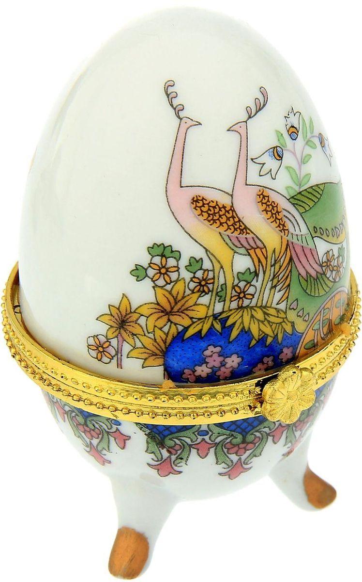 Шкатулка Sima-land Павлины, 4,7 х 7,5 см270033Пасхальное яйцо — символ жизни и возрождения, ведь именно в Пасху традиционно дарят крашеные или расписные яйца. А в такую забавную шкатулочку можно положить одно из таких яиц и преподнести своему самому родному и близкому человеку, такой презент никогда не забудется, и будет отличаться от других поздравлений.