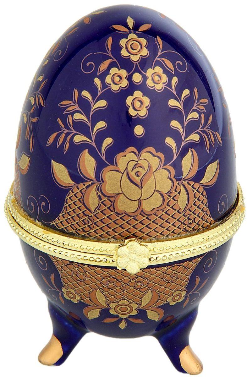 Шкатулка Sima-land Полянка, 6 х 10 см295553Шкатулка для украшений, выполненная в форме яйца, за последние годы стала традиционным и очень популярным пасхальным подарком. Витые узоры и рисунки, искусно сочетаясь между собой, создают целостную композицию, украшающую ее поверхность. Шкатулка крепится на трех изогнутых ножках и эффектно смотрится на полке, комоде, камине или в серванте. В ассортименте представлены шкатулки разных цветов, декорированные затейливыми узорами, цветами и прочими элементами. Изысканный и утонченный подарок к самому главному православному празднику!