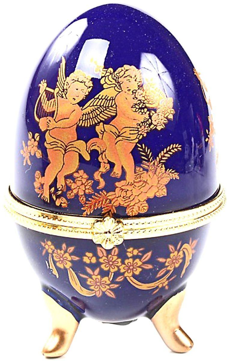 Шкатулка Sima-land Играющие ангелы на синем, 6 х 6 х 10 см295555Шкатулка для украшений, выполненная в форме яйца, за последние годы стала традиционным и очень популярным пасхальным подарком. Витые узоры и рисунки, искусно сочетаясь между собой, создают целостную композицию, украшающую ее поверхность. Шкатулка крепится на трех изогнутых ножках и эффектно смотрится на полке, комоде, камине или в серванте. В ассортименте представлены шкатулки разных цветов, декорированные затейливыми узорами, цветами и прочими элементами. Изысканный и утонченный подарок к самому главному православному празднику!