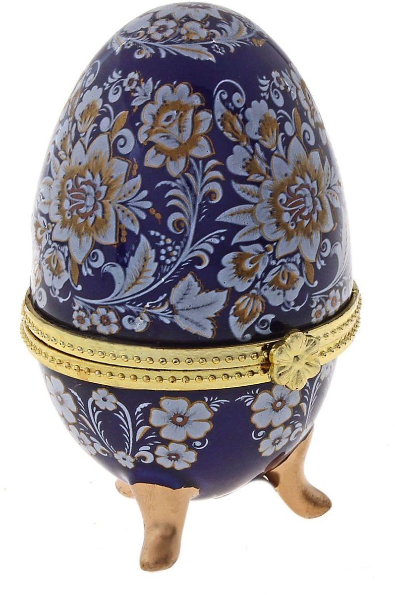 Шкатулка Sima-land Павлово, 4,5 х 4,7 х 7,5 см433658Шкатулка для украшений, выполненная в форме яйца, за последние годы стала традиционным и очень популярным пасхальным подарком. Витые узоры, искусно переплетаясь между собой, создают целостный рисунок, покрывающий всю поверхность шкатулки. Все это великолепие крепится на трех изогнутых ножках золотого цвета и потрясающе смотрится на полке, комоде, камине или в серванте. В ассортименте есть шкатулки, декорированные пасхальными символами ХВ; в стиле старинных ремесел; с изображением икон, окантованных восхитительным орнаментом. Изысканный и утонченный подарок к самому главному православному празднику!