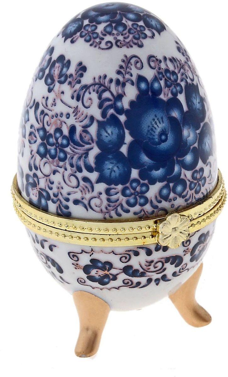 Шкатулка Sima-land Жостово, 4,7 х 4,7 х 7,5 см433661Шкатулка для украшений, выполненная в форме яйца, за последние годы стала традиционным и очень популярным пасхальным подарком. Витые узоры, искусно переплетаясь между собой, создают целостный рисунок, покрывающий всю поверхность шкатулки. Все это великолепие крепится на трех изогнутых ножках золотого цвета и потрясающе смотрится на полке, комоде, камине или в серванте. В ассортименте есть шкатулки, декорированные пасхальными символами ХВ; в стиле старинных ремесел; с изображением икон, окантованных восхитительным орнаментом. Изысканный и утонченный подарок к самому главному православному празднику!