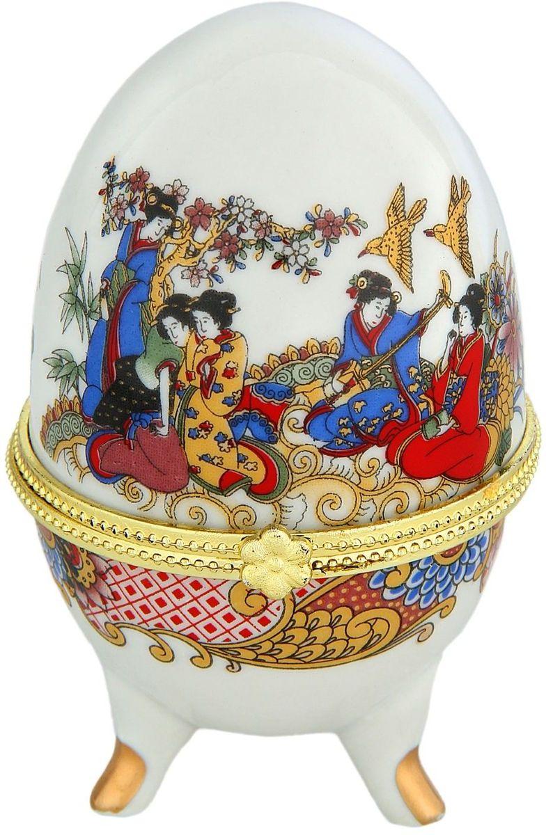 Шкатулка Sima-land Древний Китай, 6 х 6 х 10 см763916Шкатулка для украшений, выполненная в форме яйца, за последние годы стала традиционным и очень популярным пасхальным подарком. Витые узоры и рисунки, искусно сочетаясь между собой, создают целостную композицию, украшающую ее поверхность. Шкатулка крепится на трех изогнутых ножках и эффектно смотрится на полке, комоде, камине или в серванте. В ассортименте представлены шкатулки разных цветов, декорированные затейливыми узорами, цветами и прочими элементами. Изысканный и утонченный подарок к самому главному православному празднику!