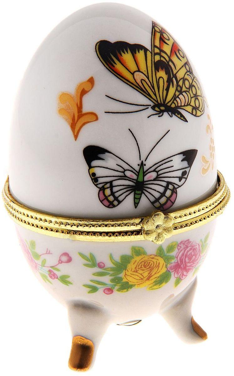 Шкатулка 2 бабочки, 6 х 6 х 10 см. 763917763917Пасхальное яйцо — символ жизни и возрождения, ведь именно в Пасху традиционно дарят крашеные или расписные яйца. А в такую забавную шкатулочку можно положить одно из таких яиц и преподнести своему самому родному и близкому человеку, такой презент никогда не забудется, и будет отличаться от других поздравлений.