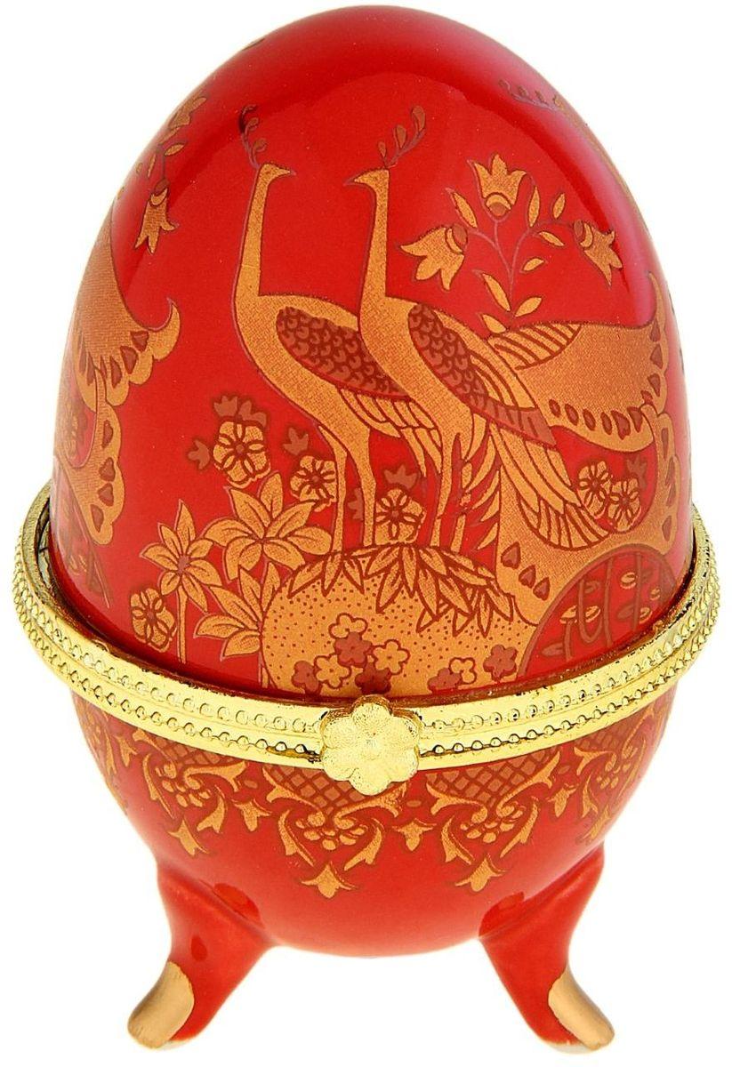 Шкатулка Sima-land Павлины на красном, 6 х 6 х 10 см763925Шкатулка для украшений, выполненная в форме яйца, за последние годы стала традиционным и очень популярным пасхальным подарком. Витые узоры и рисунки, искусно сочетаясь между собой, создают целостную композицию, украшающую ее поверхность. Шкатулка крепится на трех изогнутых ножках и эффектно смотрится на полке, комоде, камине или в серванте. В ассортименте представлены шкатулки разных цветов, декорированные затейливыми узорами, цветами и прочими элементами. Изысканный и утонченный подарок к самому главному православному празднику!