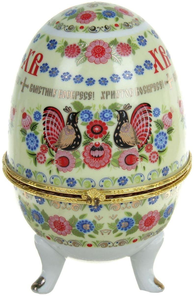 Яйцо-шкатулка Хохлома, 15 х 10 х 10 см. 890116890116Пасхальное яйцо — символ жизни и возрождения, ведь именно в Пасху традиционно дарят крашеные или расписные яйца. А в такую забавную шкатулочку можно положить одно из таких яиц и преподнести своему самому родному и близкому человеку, такой презент никогда не забудется, и будет отличаться от других поздравлений.