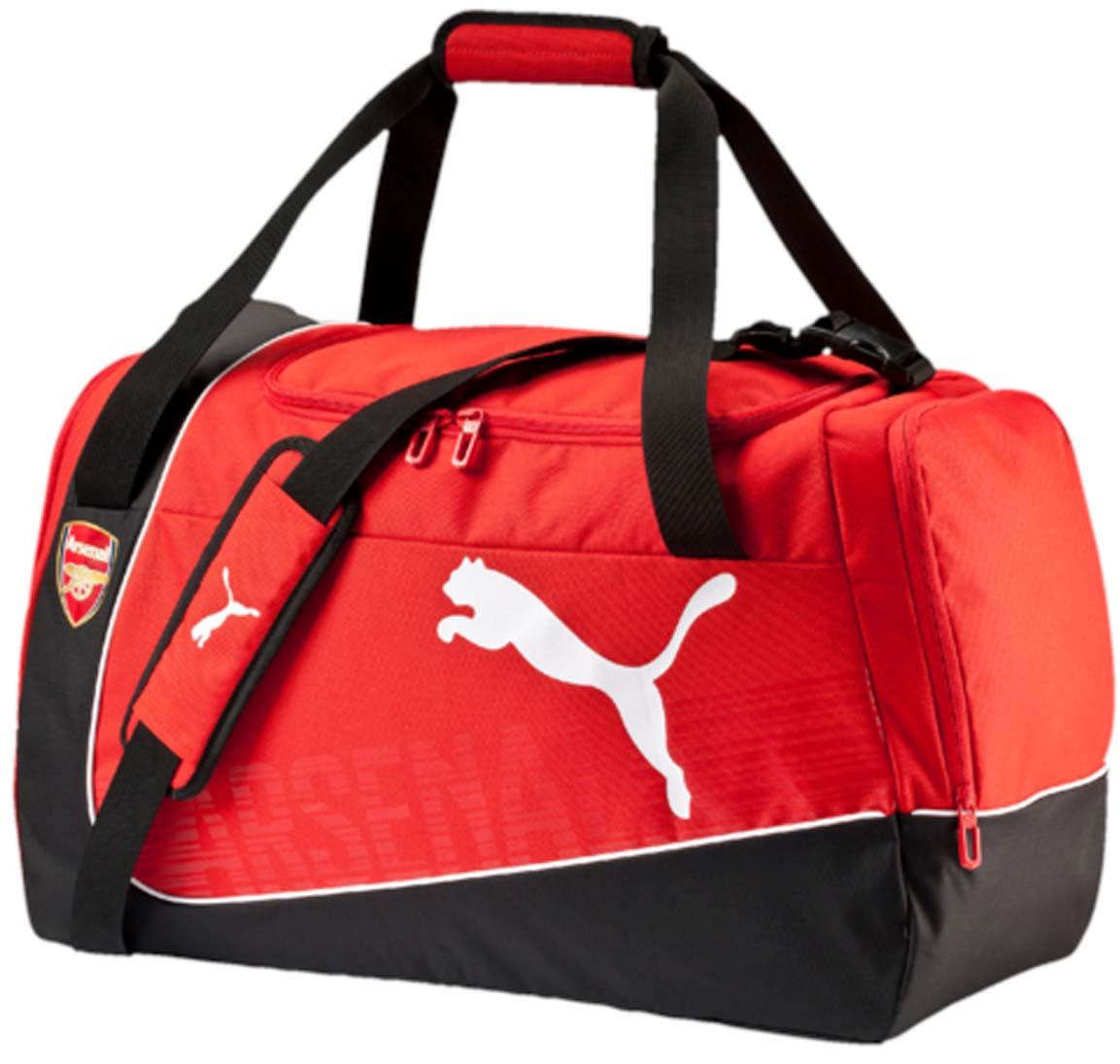 Сумка спортивная Puma Arsenal Medium Bag, цвет: красный. 0739050107390501Вместительная спортивная сумка от Puma. Модель выполнена из высококачественного износоустойчивого полиэстера черного и красного цветов и декорирована логотипом бренда спереди и эмблемой ФК Арсенал. У модели два боковых кармана на молнии, отверстия для вентиляции, регулируемый плечевой ремень.