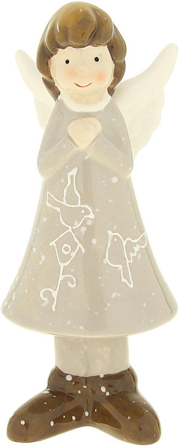 Сувенир пасхальный Sima-land Ангелок в платье с птичкой, 5,5 х 4,9 х 14,6 см1056114Удивите своих родных и близких оригинальным презентом на Пасху, подарите им такой замечательный сувенир Ангелок в платье с птичкой. Этого доброго крылатого малыша можно преподнести на Рождество или День ангела, в знак пожелания добра и благополучия. Приятно взглянуть на него время от времени и улыбнуться в ответ на его славную улыбку.