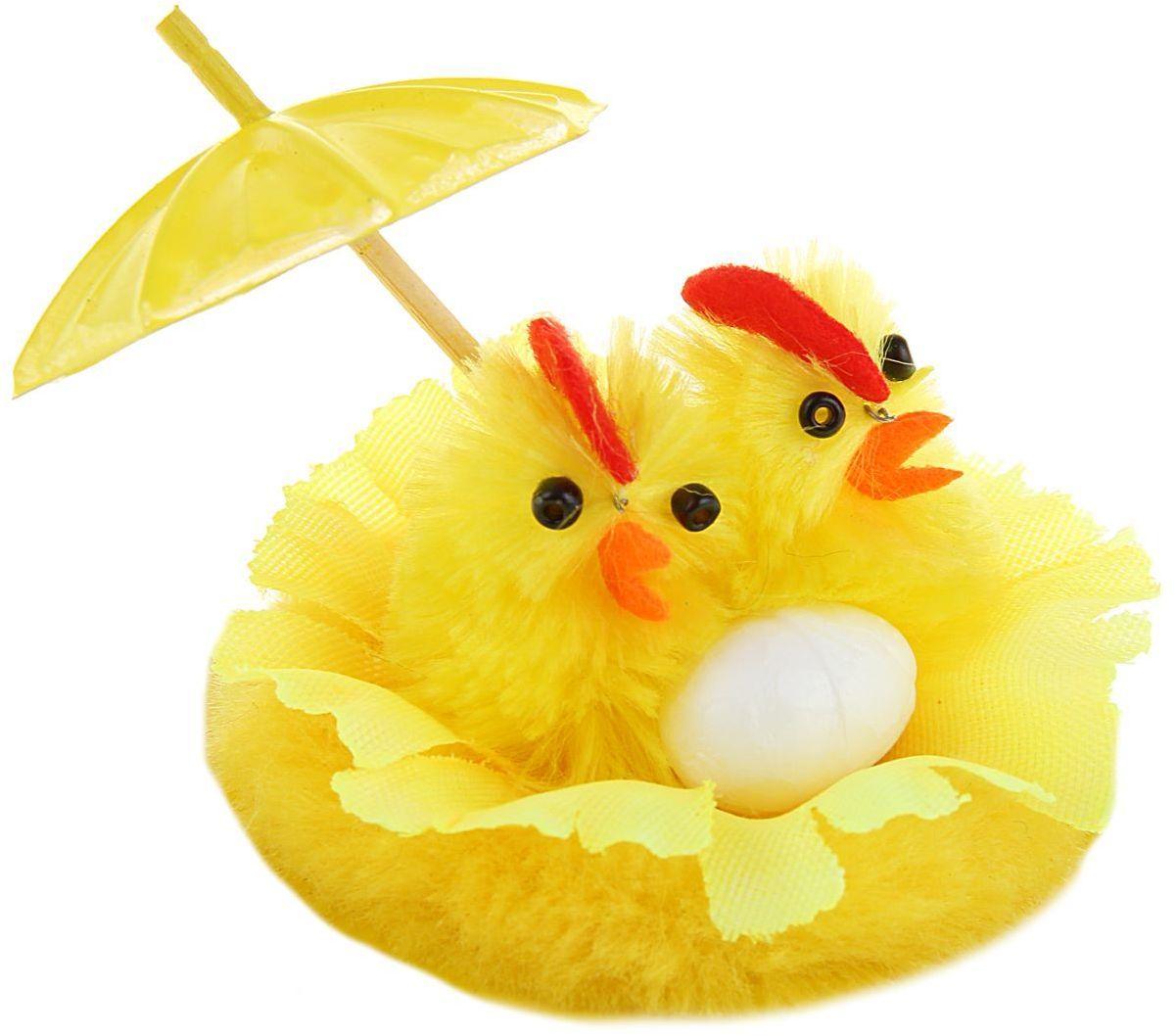 Сувенир пасхальный Sima-land Цыплята с зонтиком, 7 х 7 х 4,5 см1152484Сувенир Цыплята с зонтиком — самый популярный пасхальный декор. Фигурками цып принято декорировать праздничный пасхальный стол во многих странах мира. Россия не исключение. Вы можете украсить таким замечательным сувениром тарелку гостей, превратив её в гнездо. Или преподнести его в качестве подарка близкому человеку. Удивите себя и родных!
