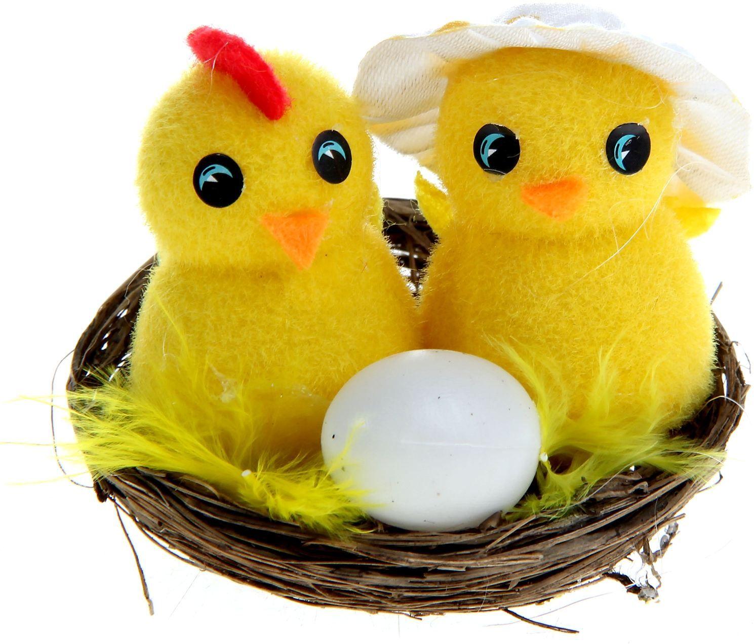 Сувенир пасхальный Sima-land Парочка в шляпке с яйцом, 7 х 7 х 5,5 см990204Сувенир Парочка в шляпке с яйцом - самый популярный пасхальный декор. Фигурками цып принято декорировать праздничный пасхальный стол во многих странах мира. Россия не исключение. Вы можете украсить таким замечательным сувениром тарелку гостей, превратив её в гнездо. Или преподнести его в качестве подарка близкому человеку.
