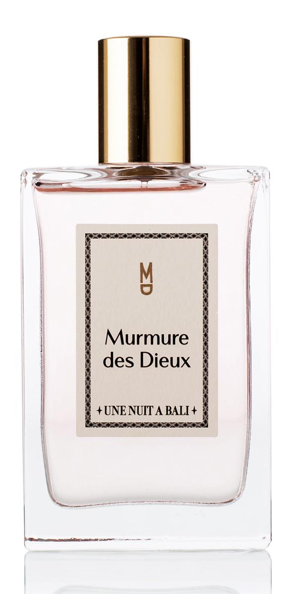 Une Nuit A Bali Парфюмерная вода Murmure des Dieux 100 млUNABPARMD100Аромат Murmure des Dieuх или «Шепот богов» посвящен ритуалам, которыие для жителей Бали являются символом благодарности. Это священное проявление уважения человека к богам. Композиция аромата воплощают легкость души, он воздушен и звучит как успокаивающий шепот, как мантра на коже. Сладкий аромат плюмерии тонко и гармонично сплетается с мягкими нотами риса, пряными нюансами звездчатого аниса и насыщенным аккордом мускуса, одновременно воплощая невесомость струящейся дымки благовоний и абсолютную чистоту и прозрачность святой воды. Murmure des Dieux – Аромат Души.