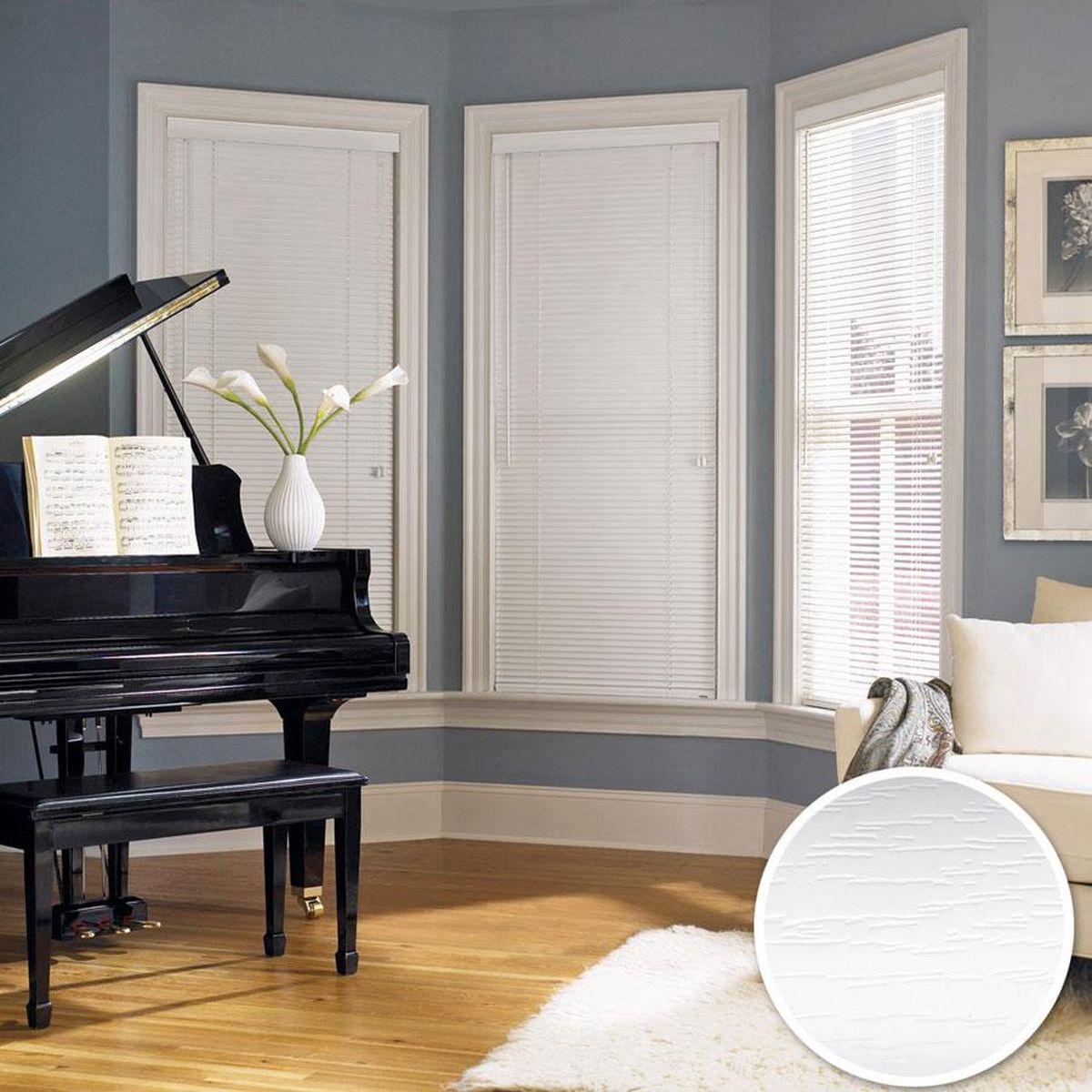 Жалюзи Эскар, цвет: белый, ширина 120 см, высота 160 см61008120160Хотите, не загромождая оконный проем, украсить его? Повесьте пластиковые жалюзи. Как элегантно и невесомо они смотрятся! И отлично защищают от ярких солнечных лучей. • Большой выбор стильных цветовых решений представлен светлыми и более насыщенными оттенками. • Разнообразие размеров позволит без проблем подобрать подходящее по всем характеристикам изделие. • Конструкция отличается легкостью, простотой эксплуатации.