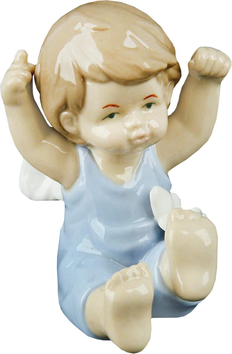Сувенир пасхальный Sima-land Ангел в голубом комбезике с бабочкой, 6 х 8 х 9,5 см865522Ангел в переводе с древнегреческого языка означает вестник, посланец, пусть этот сувенир Ангел в голубом комбезике с бабочкой будет вашим личным посланником, который защитит Вас и близких от невзгод. Преподнесите эту изящную статуэтку на Пасху в корзинке с разноцветными яйцами, на Рождество вместе с конфетками, в День ангела со сладким тортом или в любой другой день, ведь для такого подарка со смыслом не обязательно нужен повод.