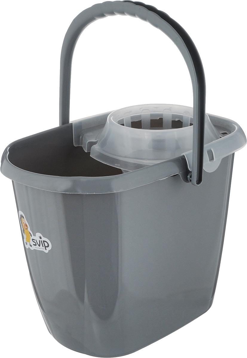 Ведро для уборки Svip МОП, с отжимом, цвет: серебристый, 13 лSV3203СБ, SV3203Ведро для уборки Svip МОП изготовлено из высококачественного пластика. Предназначено для влажной уборки дома, с применением швабры. Ведро снабжено специальной глубокой сеткой, которая обеспечивает интенсивный отжим ленточных швабр. Это значительно уменьшает физические нагрузки при мытье полов. Насадка надежно крепится на ведро и также легко снимается, позволяя хранить ее отдельно. Для удобного использования ведро имеет пластиковую ручку и носик для выливания воды. Объем: 13 л, Размер ведра (по верхнему краю): 34,5 х 22,5 см, Высота стенки: 28 см.