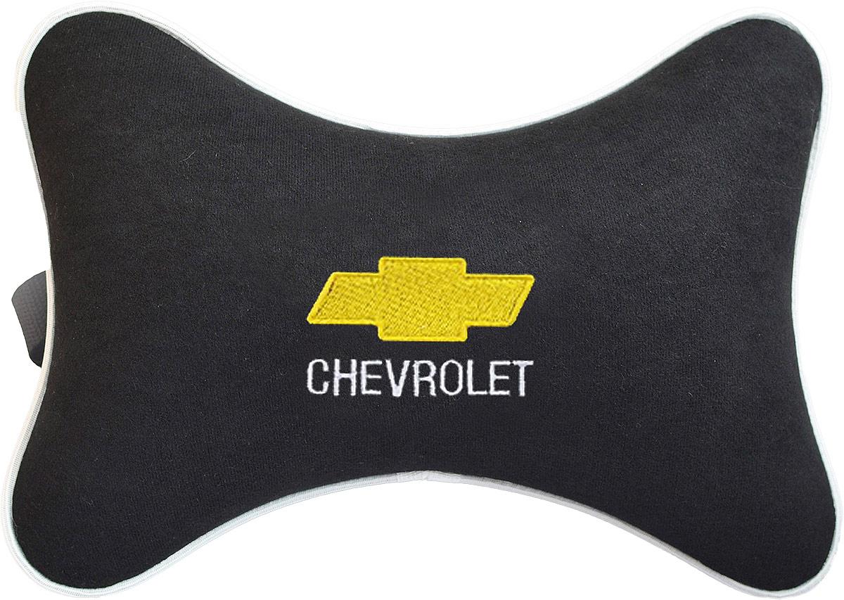 Подушка на подголовник Auto Premium Chevrolet, цвет: черный. 3742537425Подушка на подголовник - это прежде всего лучший способ создать комфорт для шеи и головы во время пребывания в автомобильном кресле. Большинство штатных подголовников устроены так, что до них попросту не дотянуться. Данный аксессуар полностью решает эту проблему, создавая мягкую ортопедическою поддержку. Подушка крепится к сиденью, а это значит один раз поставил - и забыл. Меньше утомляемость - а следовательно выше внимание и концентрация на дороге. Одинакова удобна для пассажира и водителя. Подушка выполнена из велюра.