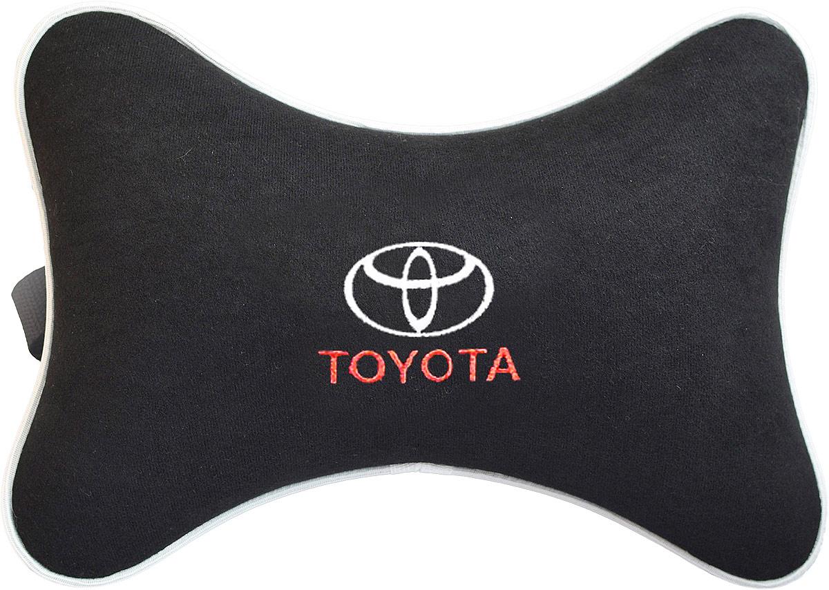 Подушка на подголовник Auto Premium Toyota, цвет: черный. 3742937429Подушка на подголовник - это прежде всего лучший способ создать комфорт для шеи и головы во время пребывания в автомобильном кресле. Большинство штатных подголовников устроены так, что до них попросту не дотянуться. Данный аксессуар полностью решает эту проблему, создавая мягкую ортопедическою поддержку. Подушка крепится к сиденью, а это значит один раз поставил - и забыл. Меньше утомляемость - а следовательно выше внимание и концентрация на дороге. Одинакова удобна для пассажира и водителя. Подушка выполнена из велюра.