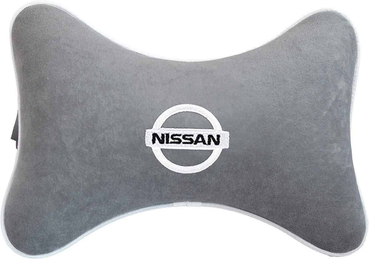 Подушка на подголовник Auto Premium Nissan, цвет: серый. 3744337443Подушка на подголовник - это прежде всего лучший способ создать комфорт для шеи и головы во время пребывания в автомобильном кресле. Большинство штатных подголовников устроены так, что до них попросту не дотянуться. Данный аксессуар полностью решает эту проблему, создавая мягкую ортопедическою поддержку. Подушка крепится к сиденью, а это значит один раз поставил - и забыл. Меньше утомляемость - а следовательно выше внимание и концентрация на дороге. Одинакова удобна для пассажира и водителя. Подушка выполнена из велюра.