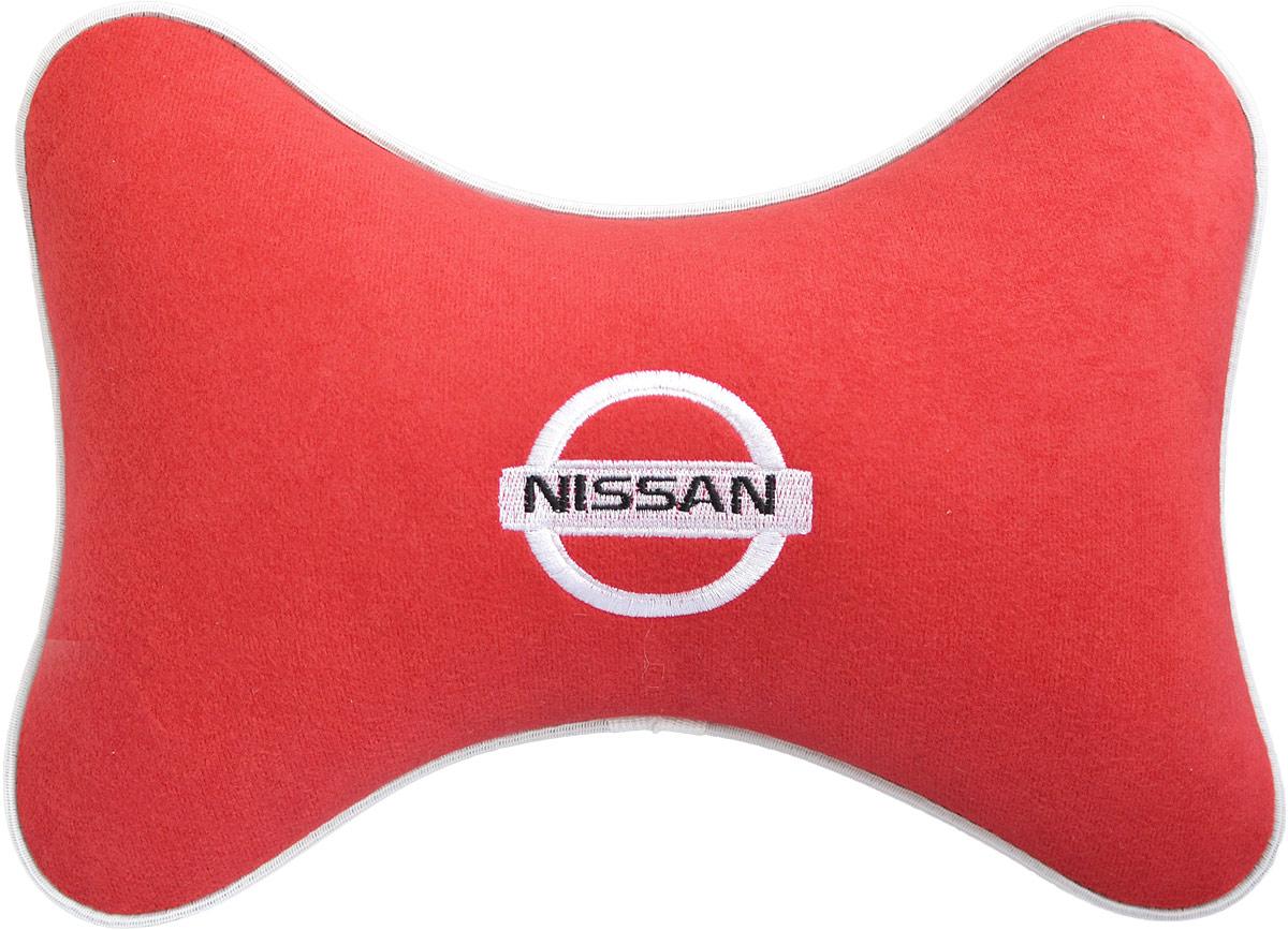 Подушка на подголовник Auto Premium Nissan, цвет: красный. 3746337463Подушка на подголовник - это прежде всего лучший способ создать комфорт для шеи и головы во время пребывания в автомобильном кресле. Большинство штатных подголовников устроены так, что до них попросту не дотянуться. Данный аксессуар полностью решает эту проблему, создавая мягкую ортопедическою поддержку. Подушка крепится к сиденью, а это значит один раз поставил - и забыл. Меньше утомляемость - а следовательно выше внимание и концентрация на дороге. Одинакова удобна для пассажира и водителя. Подушка выполнена из велюра.