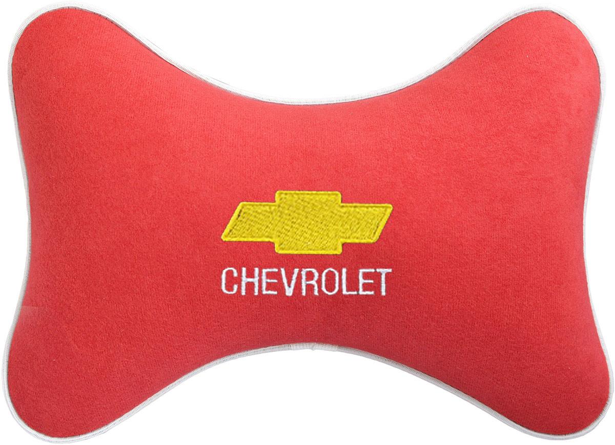 Подушка на подголовник Auto Premium Chevrolet, цвет: красный. 3746537465Подушка на подголовник - это прежде всего лучший способ создать комфорт для шеи и головы во время пребывания в автомобильном кресле. Большинство штатных подголовников устроены так, что до них попросту не дотянуться. Данный аксессуар полностью решает эту проблему, создавая мягкую ортопедическою поддержку. Подушка крепится к сиденью, а это значит один раз поставил - и забыл. Меньше утомляемость - а следовательно выше внимание и концентрация на дороге. Одинакова удобна для пассажира и водителя. Подушка выполнена из велюра.
