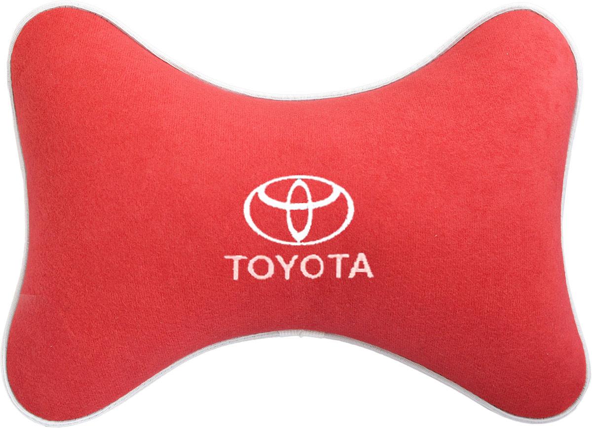 Подушка на подголовник Auto Premium Toyota, цвет: красный. 3746937469Подушка на подголовник - это прежде всего лучший способ создать комфорт для шеи и головы во время пребывания в автомобильном кресле. Большинство штатных подголовников устроены так, что до них попросту не дотянуться. Данный аксессуар полностью решает эту проблему, создавая мягкую ортопедическою поддержку. Подушка крепится к сиденью, а это значит один раз поставил - и забыл. Меньше утомляемость - а следовательно выше внимание и концентрация на дороге. Одинакова удобна для пассажира и водителя. Подушка выполнена из велюра.