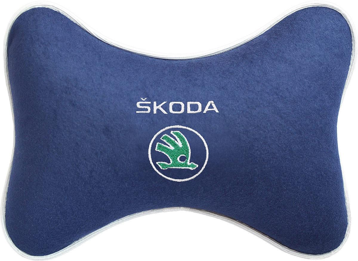 Подушка на подголовник Auto Premium Skoda, цвет: синий. 3749237492Подушка на подголовник - это прежде всего лучший способ создать комфорт для шеи и головы во время пребывания в автомобильном кресле. Большинство штатных подголовников устроены так, что до них попросту не дотянуться. Данный аксессуар полностью решает эту проблему, создавая мягкую ортопедическою поддержку. Подушка крепится к сиденью, а это значит один раз поставил - и забыл. Меньше утомляемость - а следовательно выше внимание и концентрация на дороге. Одинакова удобна для пассажира и водителя. Подушка выполнена из велюра.