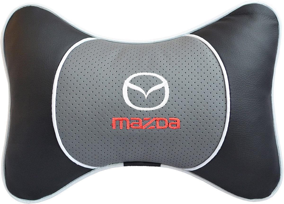 Подушка на подголовник Auto Premium Mazda, цвет: серый. 3754237542Подушка на подголовник Люкс выполнена из черной гладкой экокожи, вставка из серой перфорированной экокожи имеет обрамление мягким кантом. Для нанесения вышивки используются высококачественные итальянские нитки. Подушка на подголовник - это прежде всего лучший способ создать комфорт для шеи и головы во время пребывания в автомобильном кресле. Такая подушка будет удобна как водителю, так и пассажиру. При производстве используются высококачественные, износостойкие материалы и гипоаллергенные наполнители.