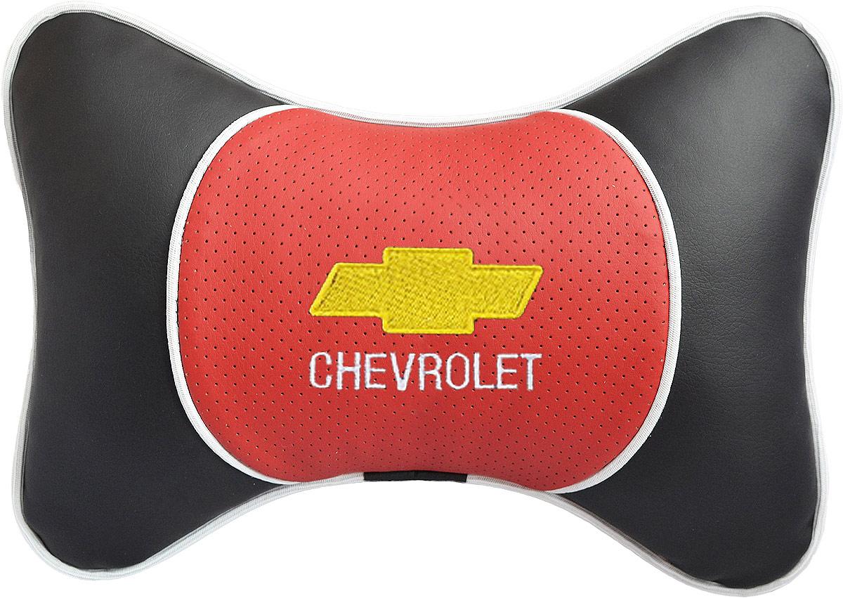 Подушка на подголовник Auto Premium Chevrolet, цвет: красный. 3737Подушка на подголовник Люкс выполнена из черной гладкой экокожи, вставка из красной перфорированной экокожи имеет обрамление мягким кантом. Для нанесения вышивки используются высококачественные итальянские нитки. Подушка на подголовник - это прежде всего лучший способ создать комфорт для шеи и головы во время пребывания в автомобильном кресле. Такая подушка будет удобна как водителю, так и пассажиру. При производстве используются высококачественные, износостойкие материалы и гипоаллергенные наполнители.
