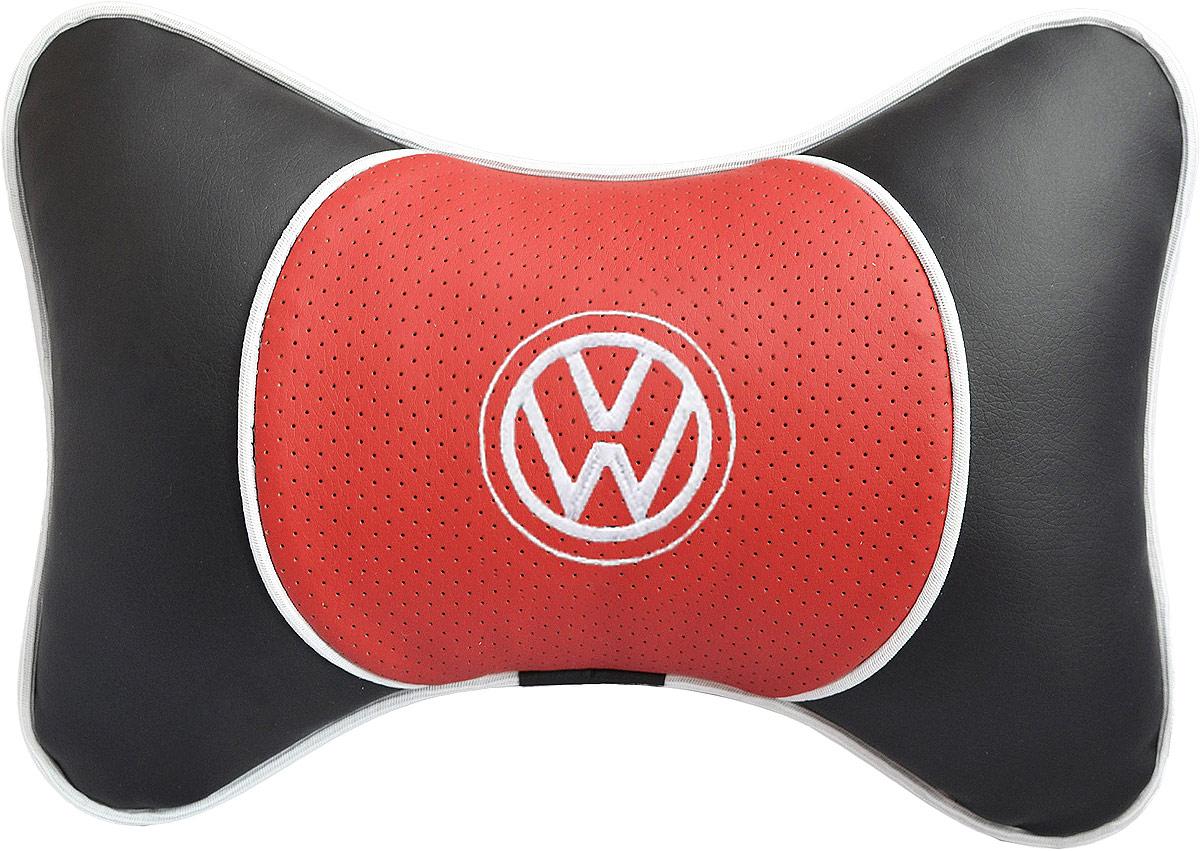 Подушка на подголовник Auto Premium Volkswagen, цвет: красный. 3756837568Подушка на подголовник Люкс выполнена из черной гладкой экокожи, вставка из красной перфорированной экокожи имеет обрамление мягким кантом. Для нанесения вышивки используются высококачественные итальянские нитки. Подушка на подголовник - это прежде всего лучший способ создать комфорт для шеи и головы во время пребывания в автомобильном кресле. Такая подушка будет удобна как водителю, так и пассажиру. При производстве используются высококачественные, износостойкие материалы и гипоаллергенные наполнители.