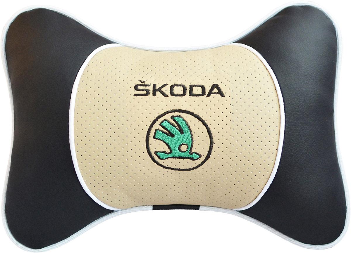 Подушка на подголовник Auto Premium Skoda, цвет: бежевый. 3759237592Подушка на подголовник Люкс выполнена из черной гладкой экокожи, вставка из бежевой перфорированной экокожи имеет обрамление мягким кантом. Для нанесения вышивки используются высококачественные итальянские нитки. Подушка на подголовник - это прежде всего лучший способ создать комфорт для шеи и головы во время пребывания в автомобильном кресле. Такая подушка будет удобна как водителю, так и пассажиру. При производстве используются высококачественные, износостойкие материалы и гипоаллергенные наполнители.