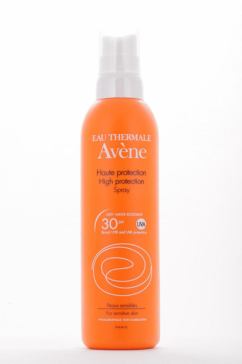 Aven Солнцезащитный спрей SPF30, 200 млC22992Солнцезащитный спрей SPF 30 разработан для ухода за вашей кожей во время пребывания на солнце. Входящий в состав спрея запатентованный минеральный экран обеспечивает высочайшую защиту от UVA и UVB лучей, которая является максимально продолжительной по времени из-за высокой фотоустойчивости, а также обладает устойчивостью к поту и воде. Претокоферил нейтрализует неблагоприятное действие свободных радикалов. А термальная вода Авен обладает великолепными успокаивающими и увлажняющими свойствами.