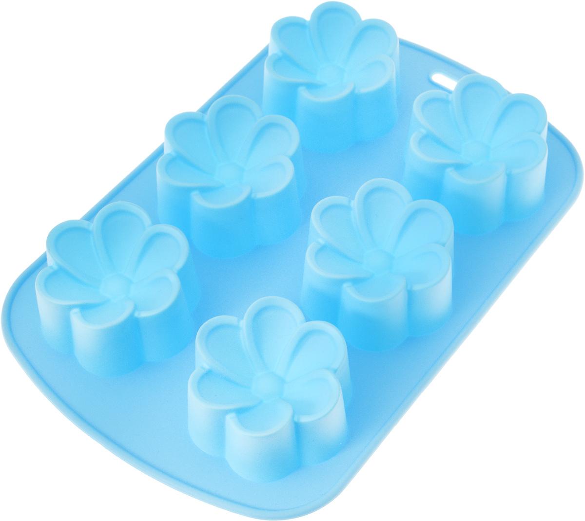 Форма для выпечки Mayer & Boch Ромашки, силиконовая, цвет: голубой, 6 ячеек21979_голубойФорма Mayer & Boch Ромашки, выполненная из силикона, будет отличным выбором для всех любителей домашней выпечки. Форма имеет 6 ячеек в виде цветков. Силиконовые формы для выпечки имеют множество преимуществ по сравнению с традиционными металлическими формами и противнями. Нет необходимости смазывать форму маслом. Форма быстро нагревается, равномерно пропекает, не допускает подгорания выпечки с краев или снизу. Вынимать продукты из формы очень легко. Слегка выверните края формы или оттяните в сторону, и ваша выпечка легко выскользнет из формы. Материал устойчив к фруктовым кислотам, не ржавеет, на нем не образуются пятна. Форма может быть использована в духовках и микроволновых печах (выдерживает температуру от -40°С до +230°С), также ее можно помещать в морозильную камеру и холодильник. Можно мыть в посудомоечной машине. Размер ячейки: 6 х 7 х 3 см.