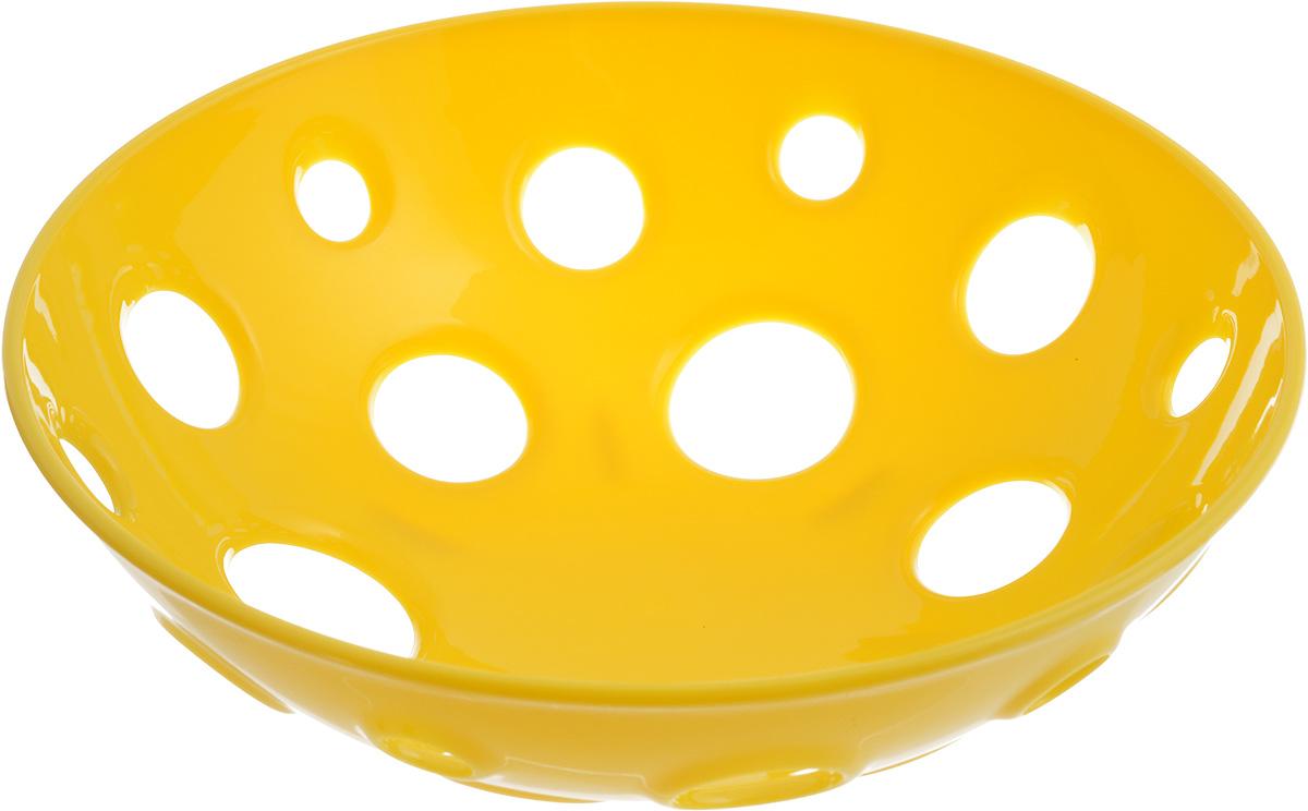 Миска для фруктов и овощей Tescoma Vitamino, глубокая, цвет: желтый, диаметр 24 см642780_желтыйГлубокая миска Tescoma Vitamino выполнена из высококачественного прочного пластика. Изделие прекрасно подходит для хранения свежих овощей и фруктов, например, яблок, груш, слив, мандаринов, помидоров, а также для ополаскивания их под проточной водой. Миска оснащена большими отверстиями для максимального доступа воздуха к хранимым продуктам. Фрукты и овощи в таком изделии дозревают естественным путем и дольше остаются свежими. Подходит для холодильника и посудомоечной машины. Размер миски: 24 х 24 х 7,5 см.
