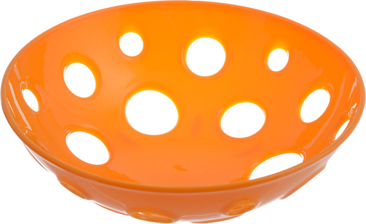 Миска для фруктов и овощей Tescoma Vitamino, глубокая, цвет: оранжевый, диаметр 24 см642780_оранжевыйГлубокая миска Tescoma Vitamino выполнена из высококачественного прочного пластика. Изделие прекрасно подходит для хранения свежих овощей и фруктов, например, яблок, груш, слив, мандаринов, помидоров, а также для ополаскивания их под проточной водой. Миска оснащена большими отверстиями для максимального доступа воздуха к хранимым продуктам. Фрукты и овощи в таком изделии дозревают естественным путем и дольше остаются свежими. Подходит для холодильника и посудомоечной машины. Размер миски: 24 х 24 х 7,5 см.