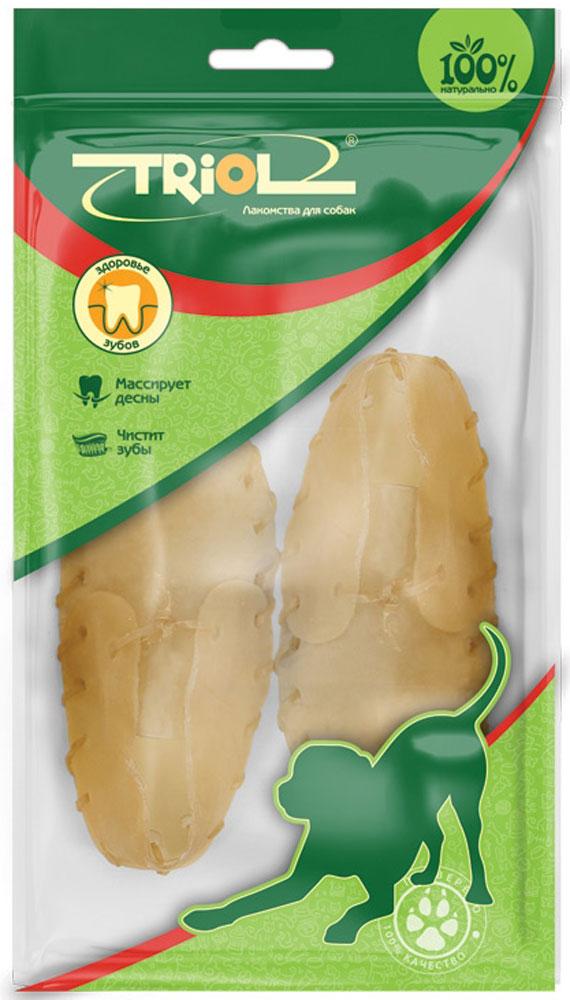 Лакомство для собак Triol Ботинок, длина 7,5 см, 2 штRS3-2PБотинки из сыромятной кожи. Лакомства Triol™ из сыромятной кожи прекрасно очищают межзубное пространство, предотвращают образование зубного камня, тренируют челюстные мышцы, привлекают внимание собаки на долгое время, что значительно снижает риск порчи предметов мебели и личных вещей хозяина. Подходит для собак мелких пород. Размер 7,5 см. Вес 1 штуки 10-15 г. Упаковка: цветной пакет 2 шт.