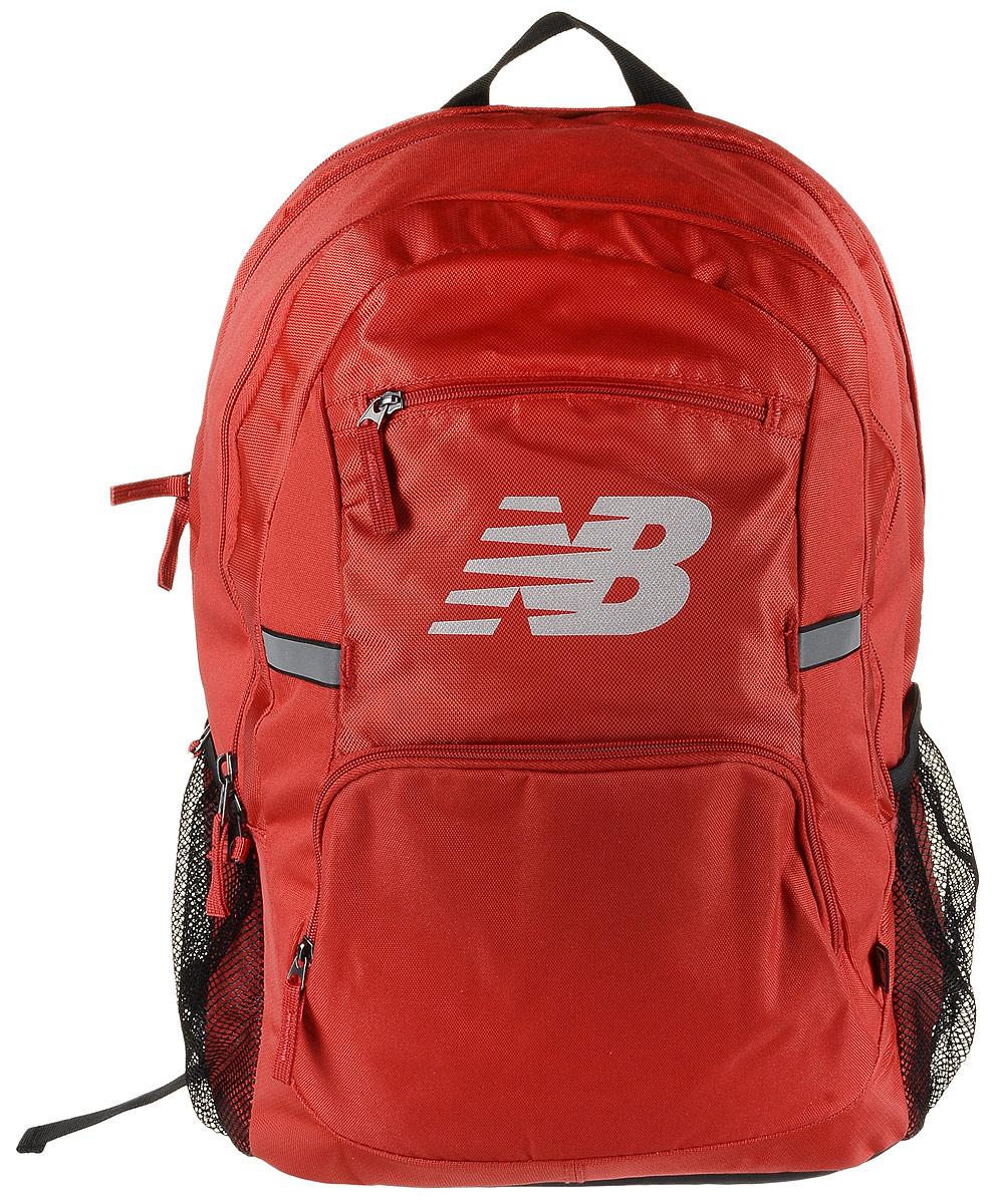 Рюкзак New Balance Accelerator Backpack, цвет: красный, черный. 500100/RB500100/RBСтильный городской рюкзак New Balance Accelerator Backpack, выполненный из полиэстера и нейлона, оформлен фирменной символикой. Изделие имеет три отделения, которые закрываются на застежки-молнии. Одно отделение предназначено для ноутбука. Внутри среднего отделения находятся три накладных кармана, один из которых на застежке-молнии. Внутри третьего расположены шесть эластичных фиксаторов и накладной сетчатый карман. Снаружи, на передней стенке расположены два накладных кармана на застежках-молниях. Боковые стороны дополнены сетчатыми карманами для бутылок с водой. Рюкзак оснащен широкими регулируемыми лямками и ручкой для переноски в руке. Уплотненная спинка с сетчатыми вставками обеспечивает комфорт и естественную вентиляцию при переноске рюкзака. Светоотражающие элементы увеличивают вашу безопасность в темное время суток.