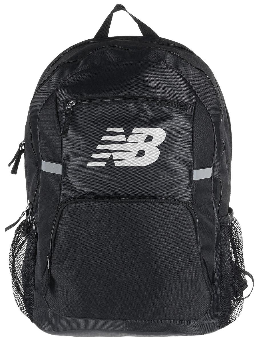 Рюкзак New Balance Accelerator Backpack, цвет: черный. 500100/BK500100/BKСтильный городской рюкзак New Balance Accelerator Backpack, выполненный из полиэстера и нейлона, оформлен фирменной символикой. Изделие имеет три отделения, которые закрываются на застежки-молнии. Одно отделение предназначено для ноутбука. Внутри среднего отделения находятся три накладных кармана, один из которых на застежке-молнии. Внутри третьего расположены шесть эластичных фиксаторов и накладной сетчатый карман. Снаружи, на передней стенке расположены два накладных кармана на застежках-молниях. Боковые стороны дополнены сетчатыми карманами для бутылок с водой. Рюкзак оснащен широкими регулируемыми лямками и ручкой для переноски в руке. Уплотненная спинка с сетчатыми вставками обеспечивает комфорт и естественную вентиляцию при переноске рюкзака. Светоотражающие элементы увеличивают вашу безопасность в темное время суток.