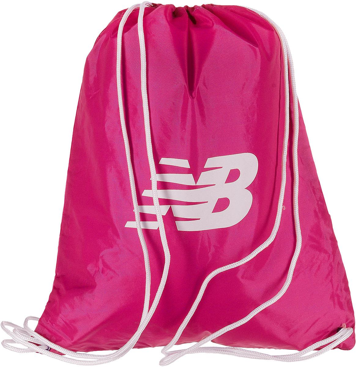 Рюкзак New Balance Cinch Sack, цвет: фуксия. 500006/PN500006/PNСтильный спортивный рюкзак New Balance Cinch Sack выполнен из нейлона и оформлен символикой бренда. Изделие имеет одно основное отделение, которое закрывается с помощью затягивающего шнурка. Веревочные завязки можно использовать как наплечные лямки. Стильный и функциональный рюкзак поместит все необходимое.