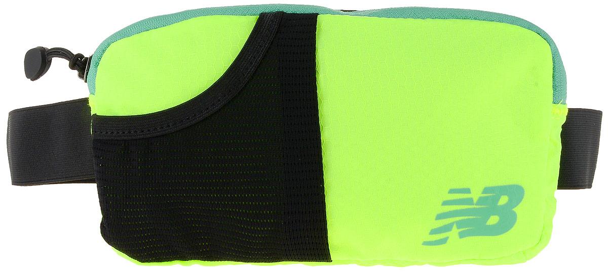 Сумка поясная New Balance Performance Waist Pack, цвет: неоновый желтый, черный, 22 х 12 х 2 см500003/LGСумка New Balance Performance Waist Pack, выполненная из нейлона, оформлена символикой бренда. Сумка фиксируется на поясе с помощью эластичного регулирующего ремешка с застежкой-фастекс. Изделие имеет одно отделение на застежке-молнии, в которое удобно положить ключи, деньги и другие мелочи. Внутри расположен прорезной карман на застежке-молнии. Снаружи, на лицевой стороне находится накладной сетчатый карман на резинке. Тыльная сторона дополнена сетчатой вставкой, которая обеспечивает естественную вентиляцию. Такая поясная сумка для бега станет настоящей находкой, как для любителей, так и для профессиональных спортсменов, которые действительно серьезно подходят к экипировке.
