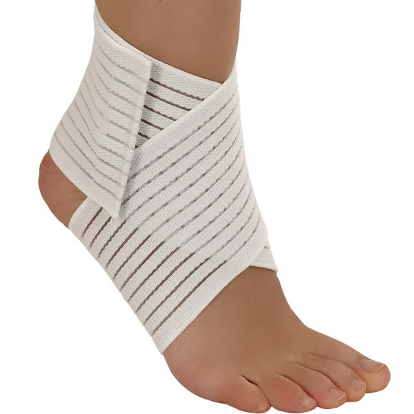 Бинт Tonus Elast, голеностоный, лентойный. Размер 10005/1Предназначен для лечения и профилактики травм, вывихов, растяжений, отеков, а также для защиты и эластичной фиксации сустава. C застежкой velcro